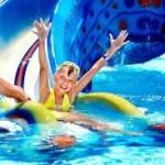 Oído de nadador y foliculitis de la bañera